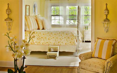 yellow  give  bedroom  cheery vibe