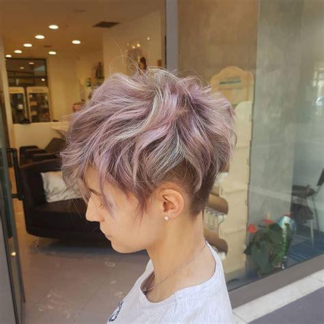 pixie hair cut with a caramel colour best 25 pastel pixie hair ideas on pinterest pastel