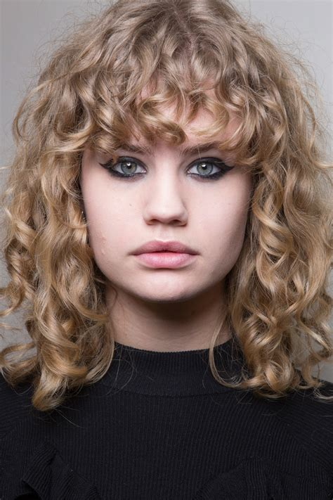 hairstyles 2017 autumn pfw runway hairstyles 2017 fall season hairdrome com