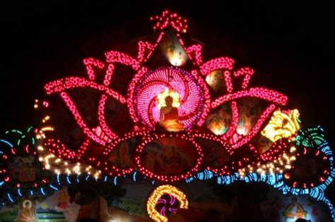 Vesak Ls by In Pictures Sri Lankan Sightseers Admire The Of Colourfully Illuminated Pandals That