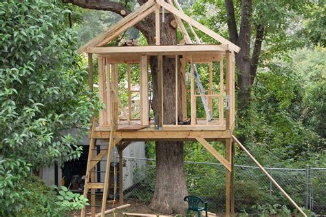 easy tree house designs pictures of tree houses and play houses from around the world plans and build tips