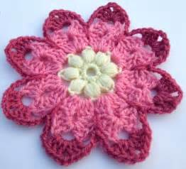 Free crochet pattern octagon flower leonie morgan