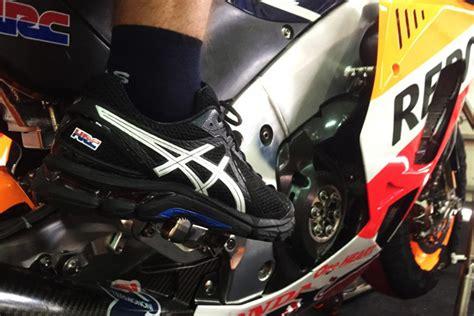 Baju Balap Honda Repsol Motogp asics jadi sepatu paddock hrc motogp