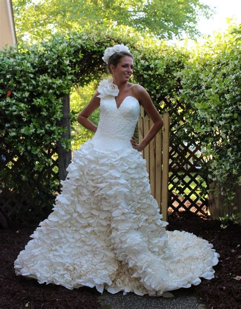 How To Make Toilet Paper Dress - wedding dresses made completely out of toilet paper