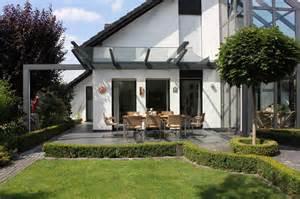 terrasse modern terrassen 220 berdachung als filigranes glasdach modern