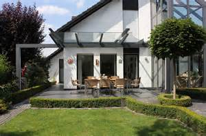 Terrassen Überdachung als filigranes Glasdach   Modern   Terrasse   Sonstige   von