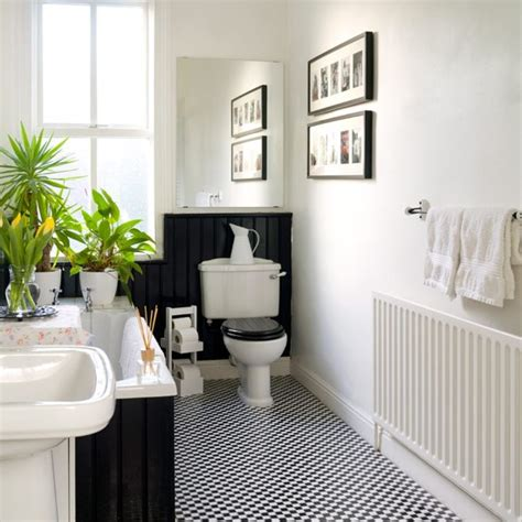 monochrome family bathroom with hanging photos family