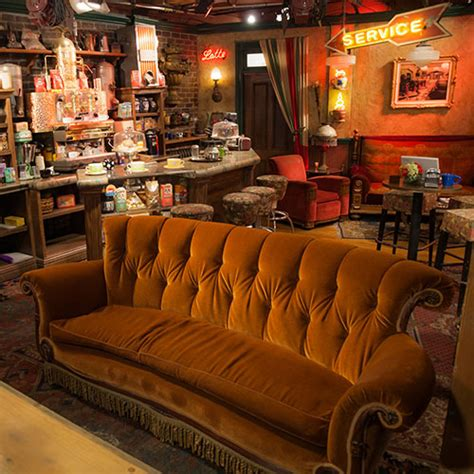 central perk couch the best sofas on tv sofastore blog