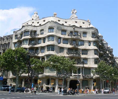 Barcelona Architecture | symmetrical design of eixle barcelona i like to