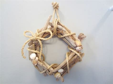driftwood crafts for wreath 12 diy driftwood crafts lifestyle