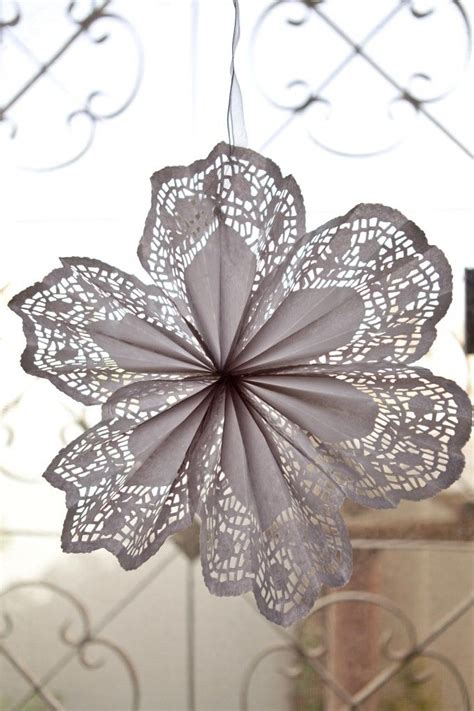 How To Make Flowers Out Of Paper Doilies - best 25 paper doily crafts ideas on paper