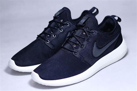 Sepatu Nike Roshe Two nike roshe run black
