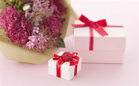 flowers gifts 5 ways to give flowers on s day huffpost