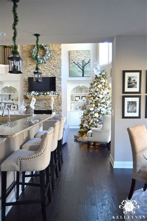 pinterest home decor christmas 25 best ideas about christmas home decorating on