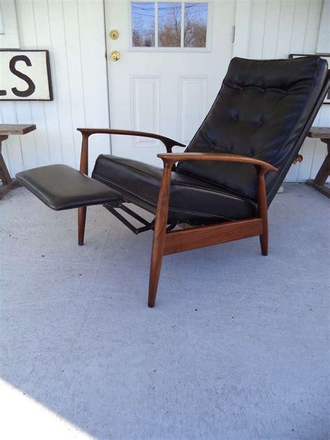 milo baughman chair thayer coggin milo baughman thayer coggin recliner lounge chair at 1stdibs