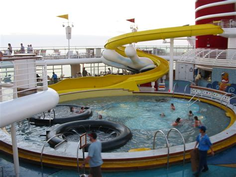 file cruiseship pool jpg wikimedia commons