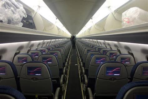 delta 717 cabin airplane pics air canada erj 190 cabin interior