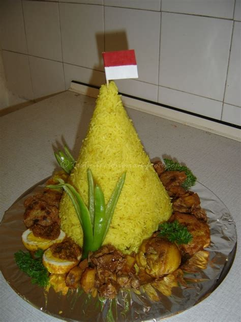 Nasi Tumpeng tasty food nasi tumpeng kuning