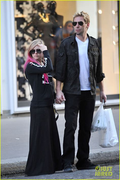 Full Sized Photo of avril lavigne chad kroeger hold hands