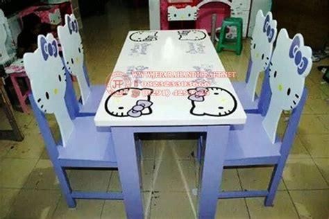 Meja Makan Hello paduan warna kayu jati home design idea