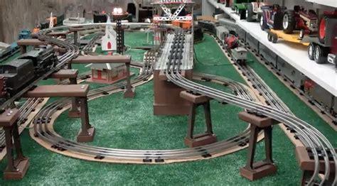 running trains   postwar style lionel layout classic