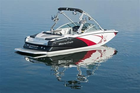 canoe boat wake the 2011 mastercraft x 35 is a 23 5 ft v drive inboard