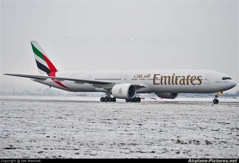 emirates glasgow to dubai emirates airlines boeing 777 300 glasgow apt fly