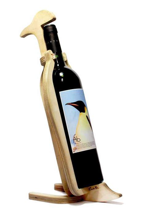 creative wooden wine racks add animal theme to table