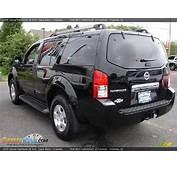 2005 Nissan Pathfinder SE 4x4 Super Black / Graphite Photo
