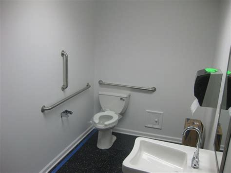 handicap requirements for bathrooms
