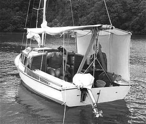 Small Sailboats With Cabin by Large Cabin Small Sailboat Boats Etc