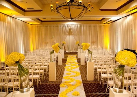 yellow and white wedding aisle flower d 233 cor wedding ceremony flowers pew flowers wedding