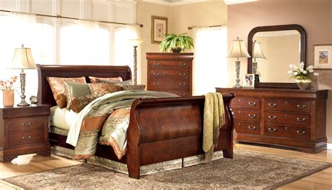sleigh bedroom sets queen churchill sleigh bedroom set standard furniture queen