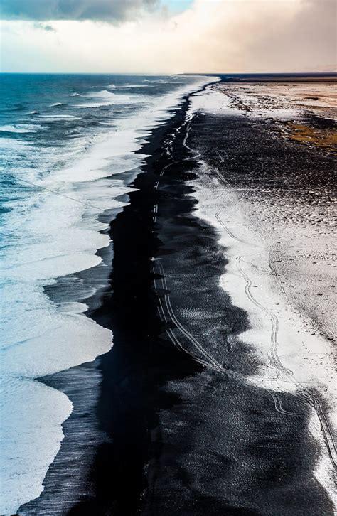 black sand 3 5 wanneer er sneeuw valt op een gitzwart strand