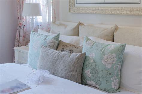 decorative bed pillow arrangement 50 decorative king and queen bed pillow arrangements