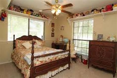 arranging a small bedroom how to arrange a small bedroom with two windows 4 ideas