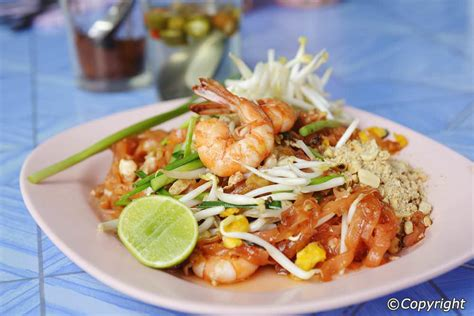 thai food dinner typical thai meals habits
