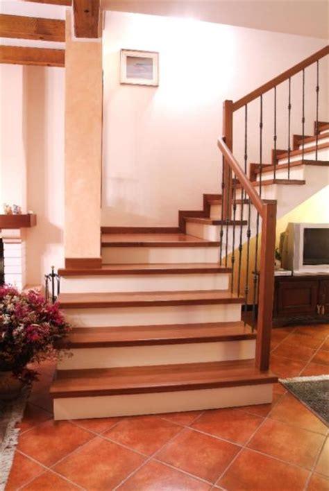rivestimento in legno per scale rivestimento scala in legno di noce rivestimenti scala