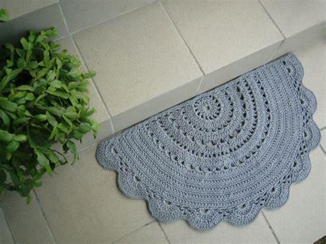 how to crochet a circle rug half circle doily crochet rug doormat bathroom rug gray white
