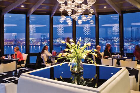 galt house hotel louisville ky rivue restaurant at galt house hotel 48 hours in louisville kentucky southern living