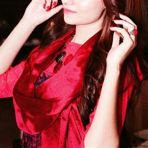 simple girls dp simple beauty in completely red new fb dp for girls