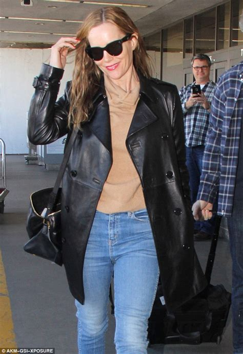 leslie mann husband movie leslie mann touches down in la with husband judd apatow