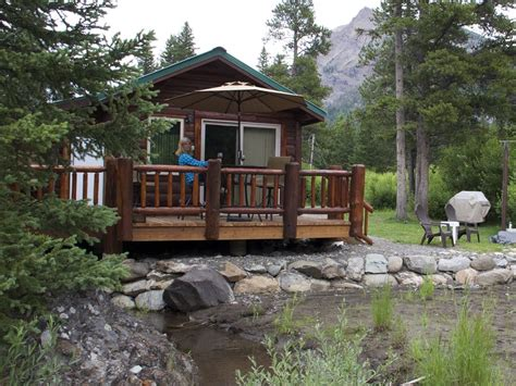 cabin in yellowstone 11 dreamy yellowstone cabins you can rent for your next