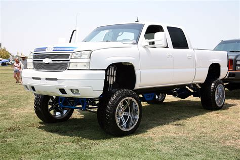chevy lifted 2013 chevy truck lifted www imgkid com the image kid