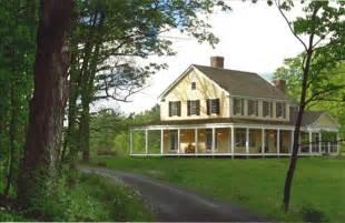 Farmhouse Or Farm House Amanda Cromwell Farmhouse Style Exterior