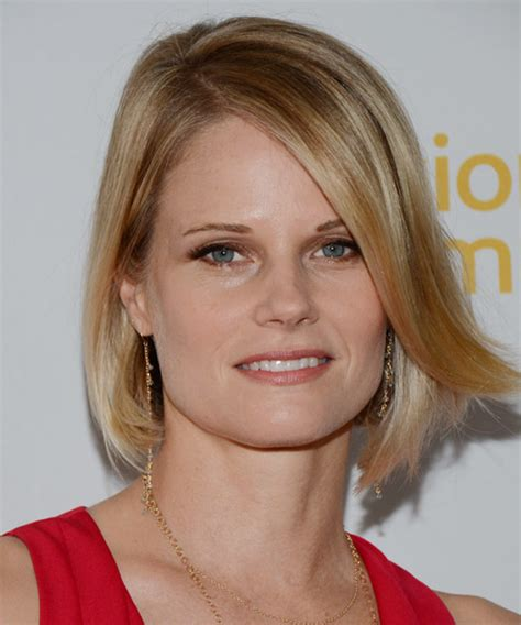 Joelle Carter Medium Straight Formal Bob Hairstyle with