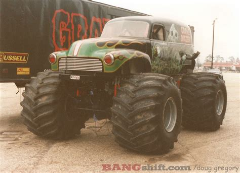 the original grave digger monster truck 100 first grave digger monster truck monster jam