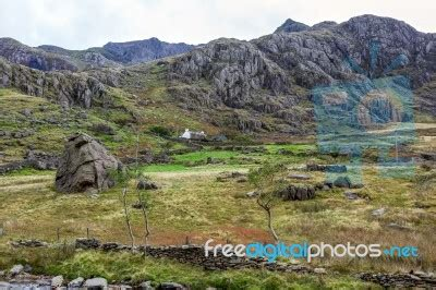 cottage in snowdonia national park stock photo royalty