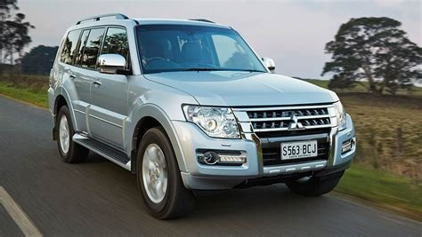 suv wagen comparison mitsubishi pajero glx 5 door wagon 2015 vs