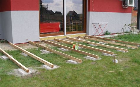 pavimento legno giardino pavimento legno giardino boiserie in ceramica per bagno